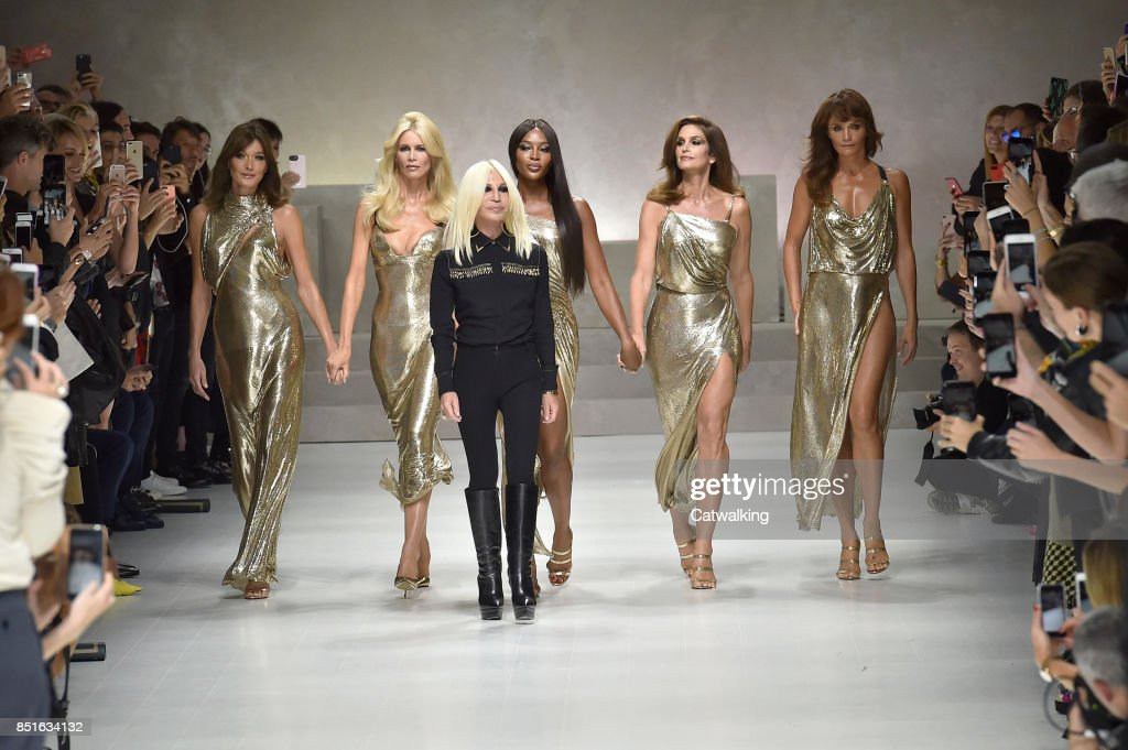 Versace - Runway RTW - Spring 2018 - Milan Fashion Week : News Photo