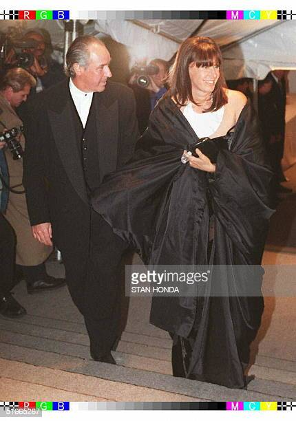 Fashion designer Donna Karan and husband Stephen Weiss arrive at the Costume Institute Gala 09 December at the Metropolitan Museum of Art in New York...