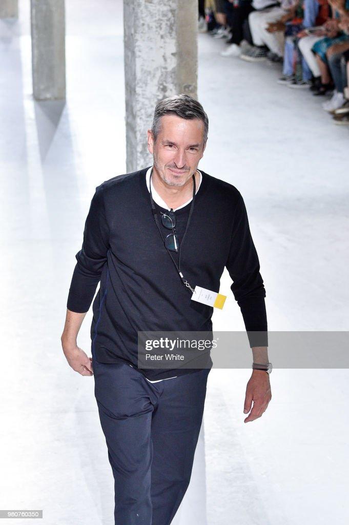 Dries Van Noten: Runway - Paris Fashion Week - Menswear Spring/Summer 2019 : Fotografia de notícias
