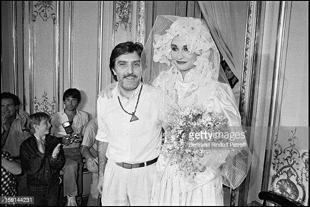 Fashion designer Emanuel Ungaro attends a fashion in Paris in 1981.