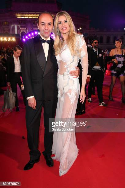 Fashion designer Francesco Scognamiglio and Susan Holmes McKagan, wife of Duff McKaga, member of the band Guns'N'Roses during the Life Ball 2017 at...