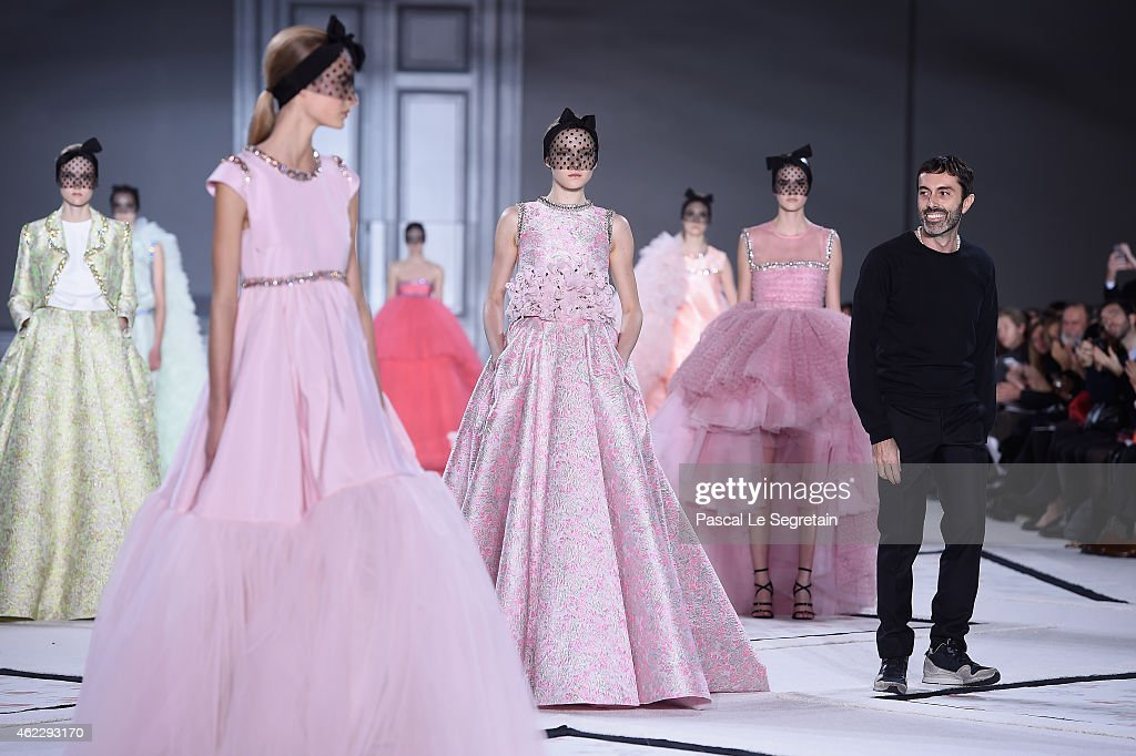 Giambattista Valli : Runway - Paris Fashion Week - Haute Couture S/S 2015 : News Photo