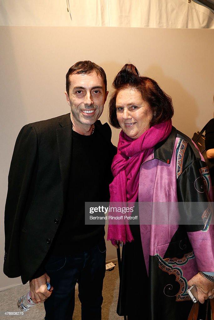 Giambattista Valli : Backstage - Paris Fashion Week Womenswear Fall/Winter 2014-2015 : News Photo
