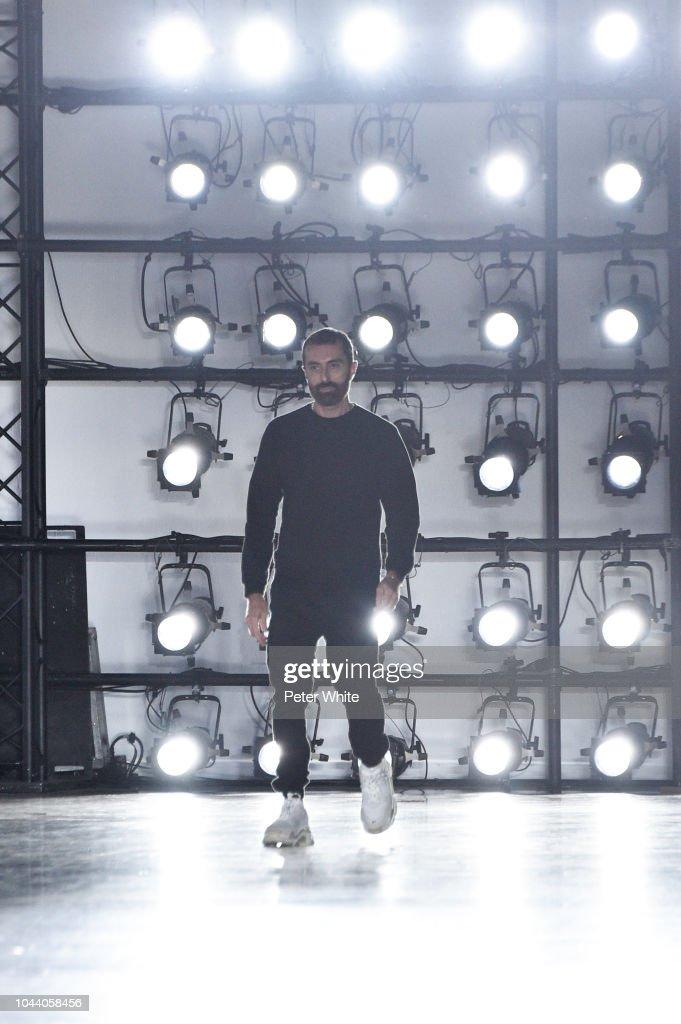 Giambattista Valli : Runway - Paris Fashion Week Womenswear Spring/Summer 2019 : News Photo