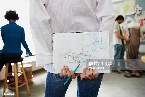 fashion designer holding sketch book - handen op de rug stockfoto's en -beelden