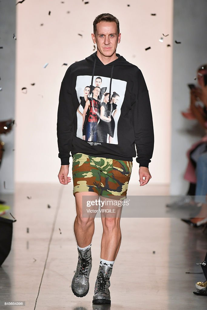 Jeremy Scott - Runway - September 2017 - New York Fashion Week : News Photo