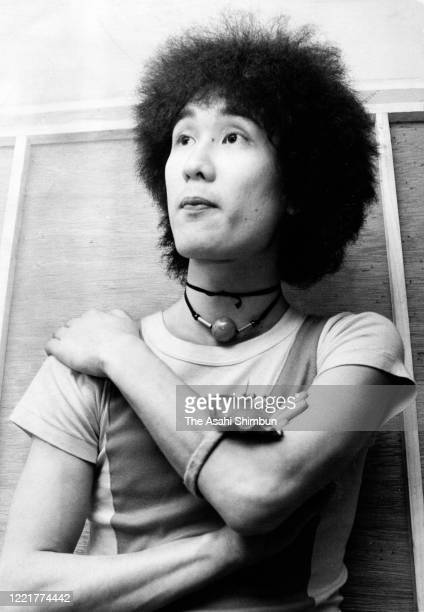Fashion designer Kansai Yamamoto poses for photographs during the Asahi Shimbun interview on May 10 1970 in Tokyo Japan