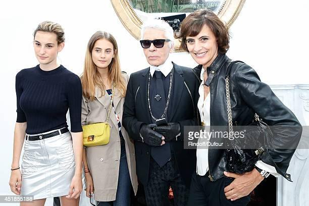 Fashion designer Karl Lagerfeld Ines de la Fressange her daughters Nine and Violette d'Urso pose backstage after the Chanel show as part of Paris...