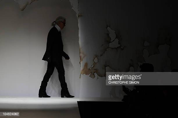 Fashion designer Karl Lagerfeld leaves at the end of Fendi springsummer 2011 readytowear collection on September 23 2010 during the Women's fashion...