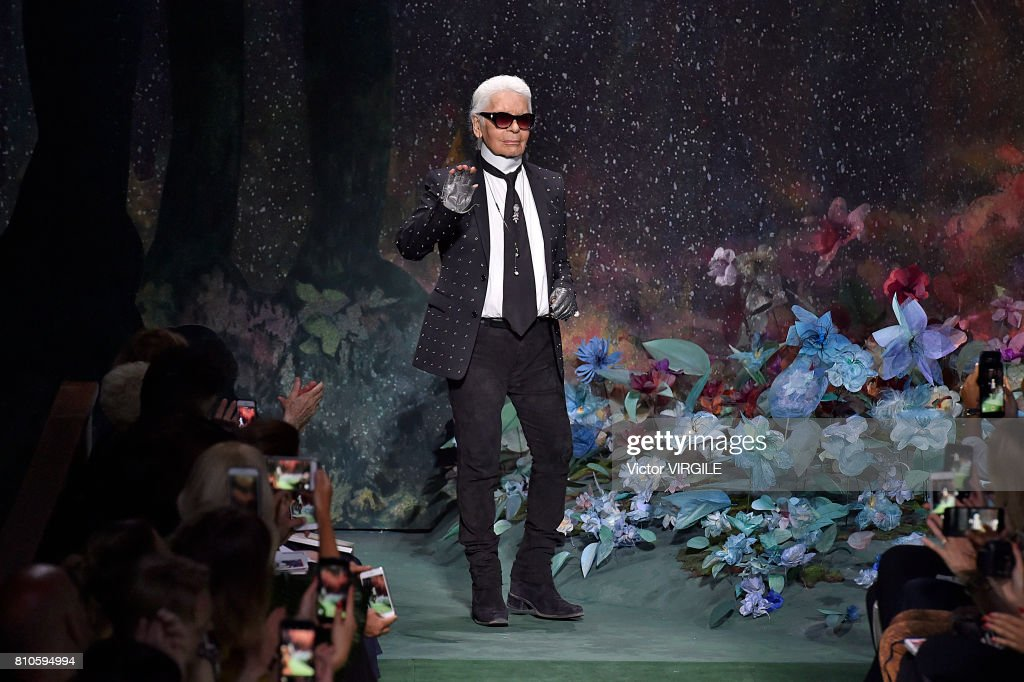 Fendi : Runway - Paris Fashion Week - Haute Couture Fall/Winter 2017-2018 : Nachrichtenfoto