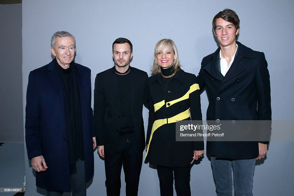 Dior Homme : Backstage - Paris Fashion Week - Menswear F/W 2016-2017 : News Photo