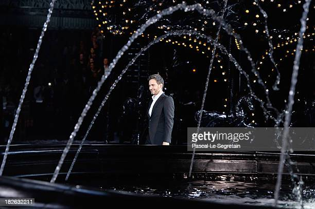 Fashion designer Marc Jacobs acknowledges applause following the Louis Vuitton show as part of the Paris Fashion Week Womenswear Spring/Summer 2014...