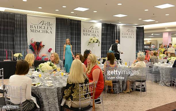 Fashion designer Mark Badgley Alexandra Dillard Cannell Dillard Annemarie Dillard and fashion designer James Mischka attend Badgley Mischka...