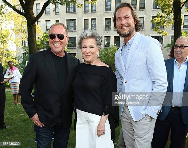 Fashion designer Michael Kors actress singer and founder of NYRP Bette Midler and Lance LePere attend the 2016 New York Restoration Project's Spring...