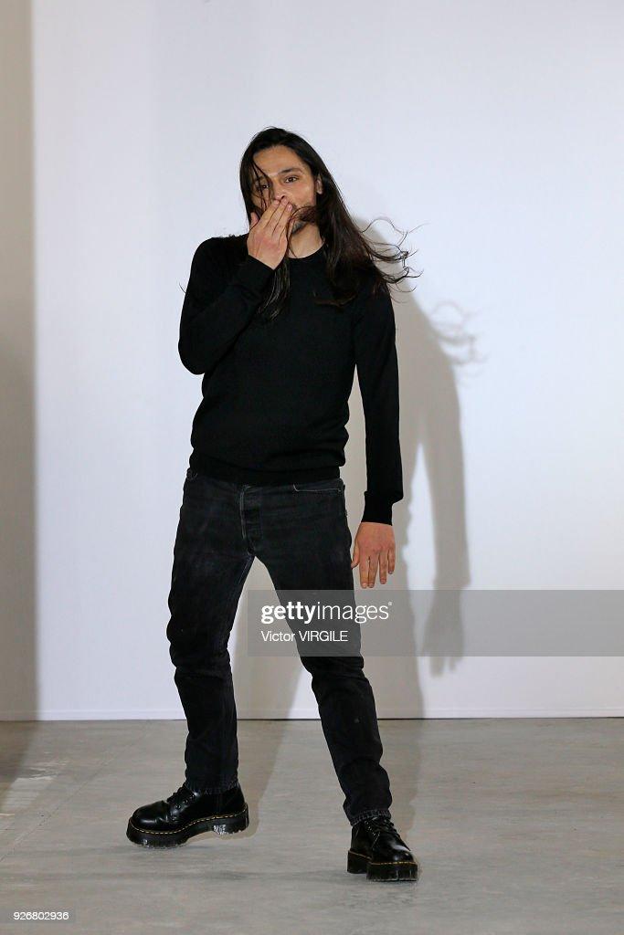 Olivier Theyskens : Runway - Paris Fashion Week Womenswear Fall/Winter 2018/2019 : ニュース写真