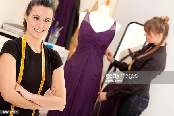 Diseñadora de moda en el trabajo