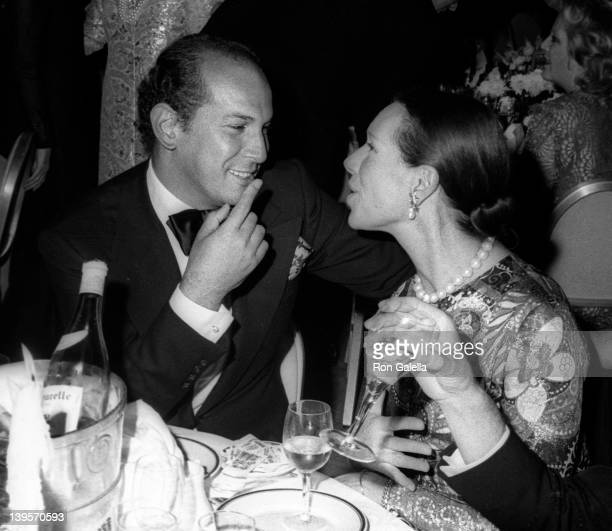 Fashion Designer Oscar de la Renta and guest attend the premiere party for 'Nicholas and Alexandra' on December 8 1971 at El Morocco in New York City