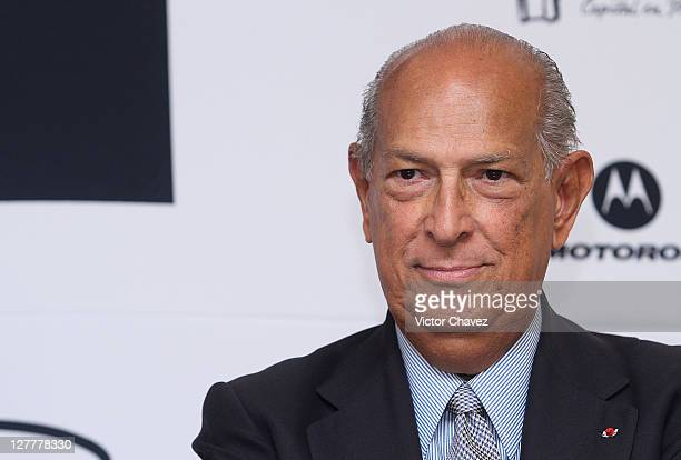 Fashion designer Oscar De La Renta attends a press conference during the Gala Moda Nextel Mexico City 2011 at the Four Seasons Hotel on June 4 2011...