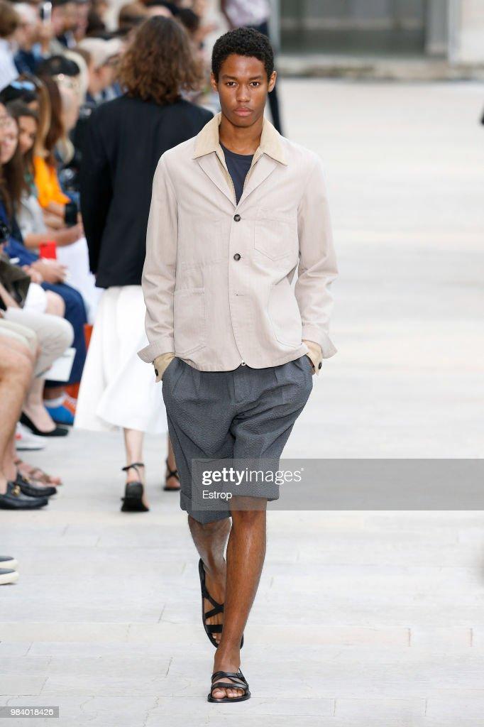 Officine Generale: Runway - Paris Fashion Week - Menswear Spring/Summer 2019 : ニュース写真