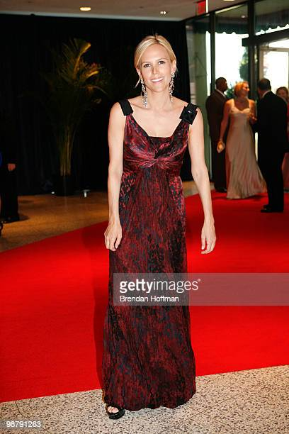 Fashion designer Tory Burch arrives at the White House Correspondents' Association dinner on May 1 2010 in Washington DC The annual dinner featured...