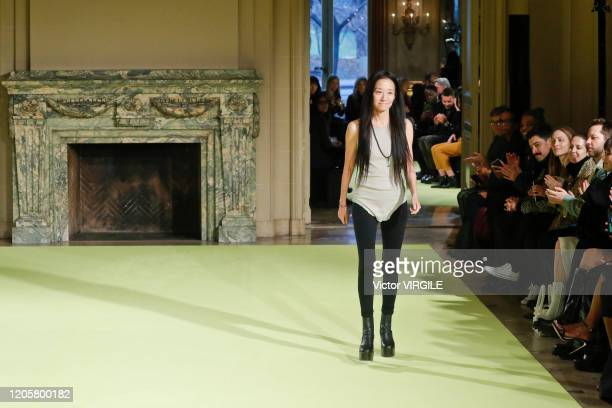 1 233 Vera Wang Fashion Designer Photos And Premium High Res Pictures Getty Images