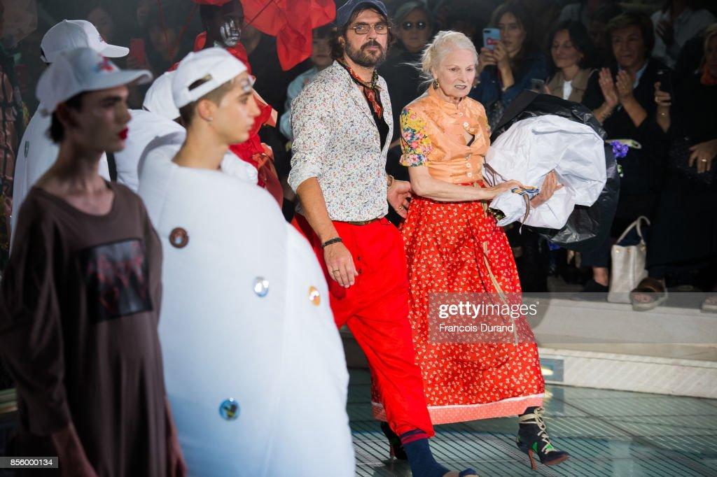 Vivienne Westwood : Runway - Paris  Fashion Week Womenswear Spring/Summer 2018 : News Photo