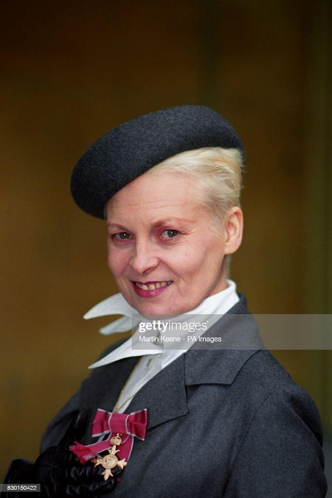 Fashion - Vivienne Westwood - Buckingham Palace : News Photo