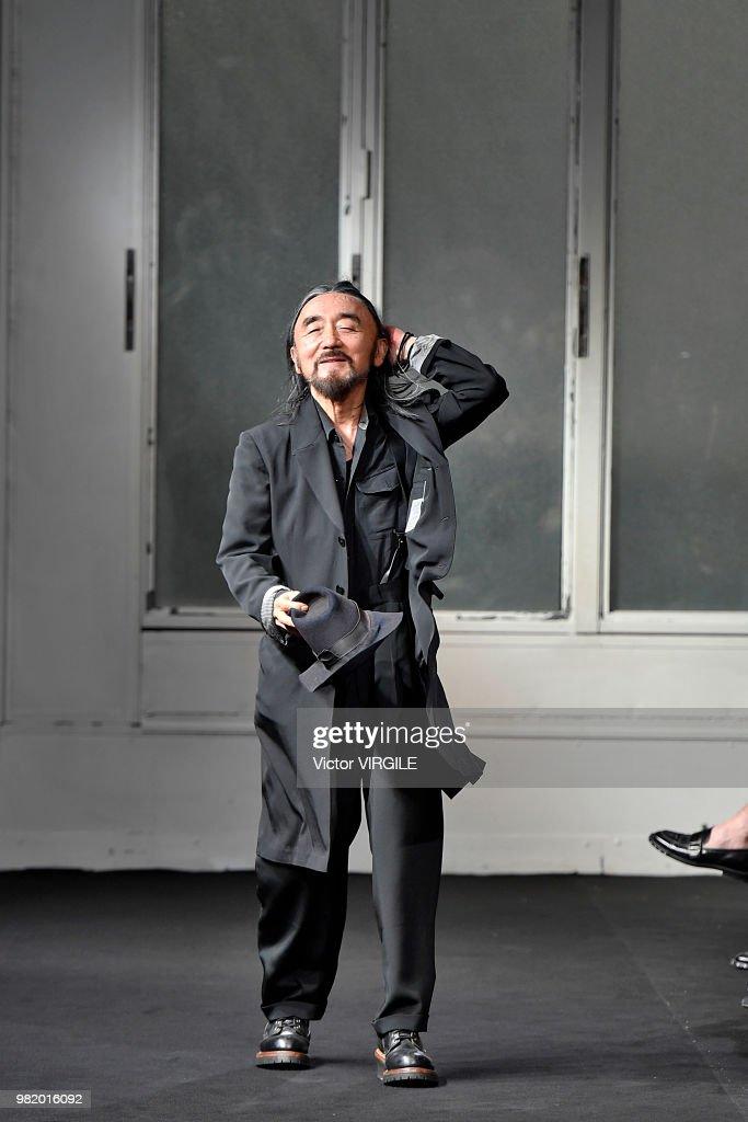 Yohji Yamamoto : Runway - Paris Fashion Week - Menswear Spring/Summer 2019 : Nachrichtenfoto
