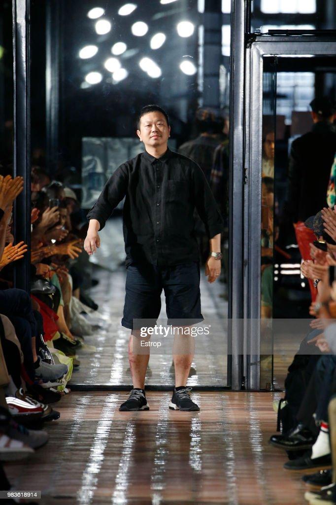 White Mountaineering: Runway - Paris Fashion Week - Menswear Spring/Summer 2019 : Nachrichtenfoto