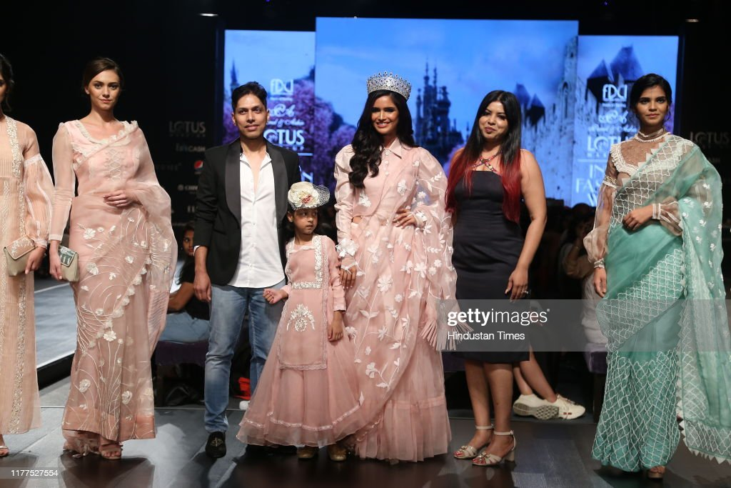 Fashion Designers Parul And Ashie With Miss Diva Universe 2019 News Photo Getty Images