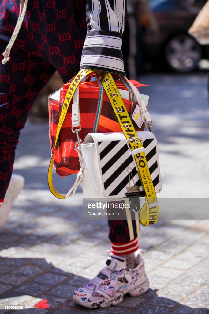 Street Style -Paris Fashion Week - Menswear Spring-Summer 2019 : Day Three : Nachrichtenfoto