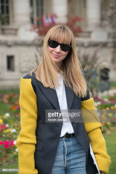Fashion director at NetAPorter Lisa Aiken wears a Calvin Klein jacket RE/DONE jeans Rayban sunglasses Nico Giani bag day 2 of Paris Womens Fashion...