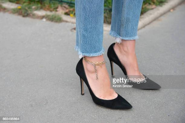 Fashion director at NetAPorter Lisa Aiken wears RE/DONE jeans Gianvito Rossi shoes and a Kenneth Jay Lane ankle chain day 2 of Paris Womens Fashion...