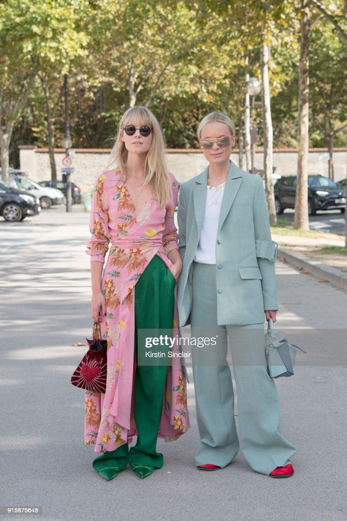 Street Style : Paris Fashion Week Womenswear Spring/Summer 2018 : Day Four : Foto jornalística