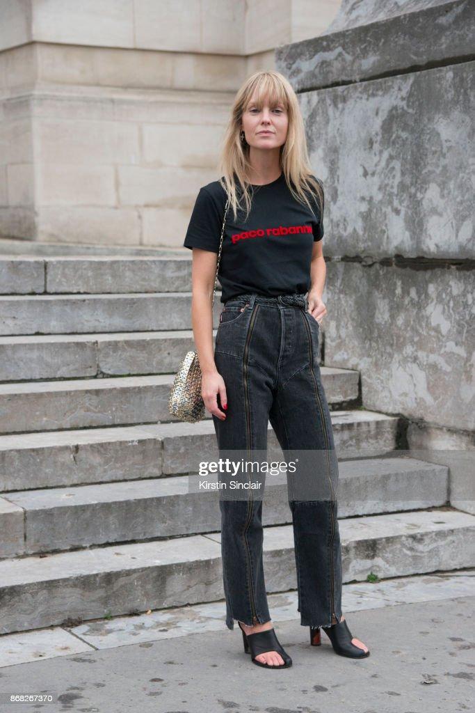 Street Style : Paris Fashion Week Womenswear Spring/Summer 2018 : Day Three : Foto jornalística