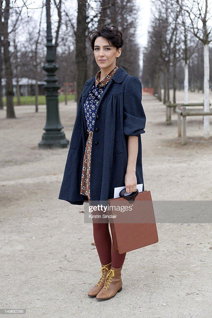 Street Style At Paris Fashion Week 2012 - March 3, 2012 : Foto jornalística