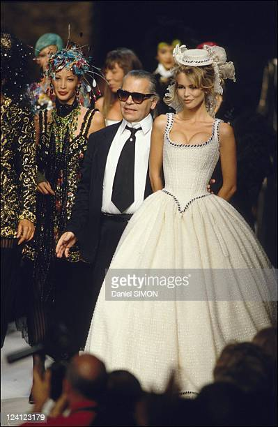 Fashion haute couture automn winter 92/93 in Paris France in July 1992 Chanel Karl Lagerfeld and Claudia Schiffer