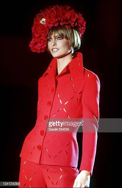Fashion Haute couture Autumn winter 93 94 in Paris France in July 1993 Gianni Versace Linda Evangelista