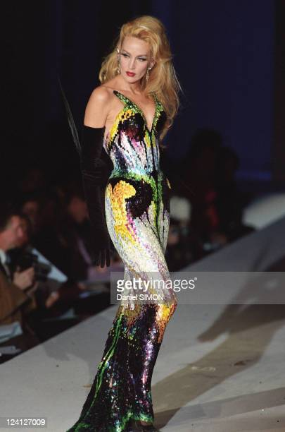 Fashion Haute Couture Spring Summer 97 In Paris France In January 1997 Mugler fashion show Jerry Hall