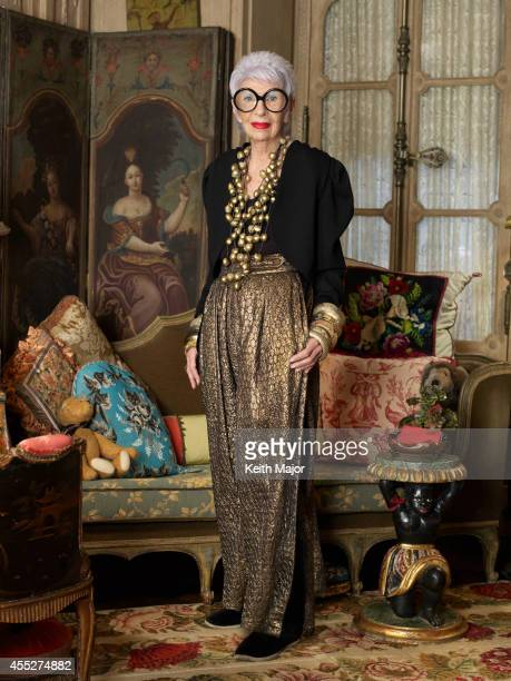 Charla de chicas. (Pandora) Fashion-icon-iris-apfel-is-photographeed-for-avenue-magazine-on-13-picture-id455274882?s=612x612