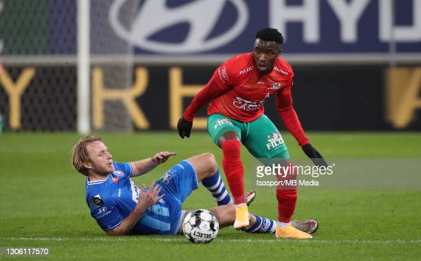 Fashion Junior Sakala of KV Oostende battles for the ball with Roman Bezus of KAA Gent during the Jupiler Pro League match between KAA Gent and KV...