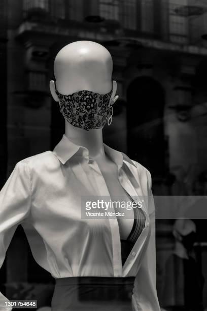 2021 fashion mannequin - vicente méndez fotografías e imágenes de stock