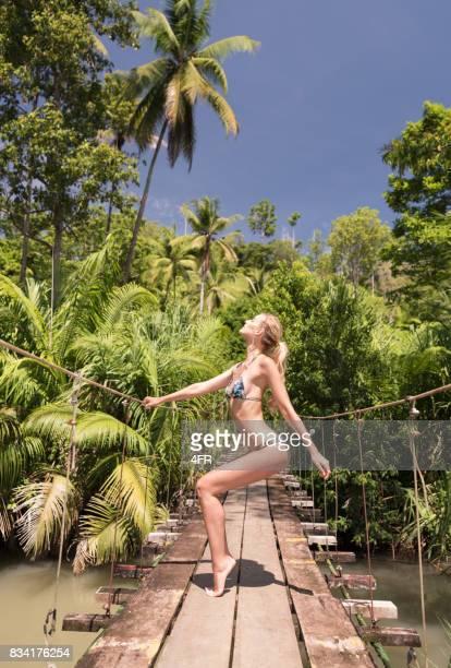 Moda se reúne naturaleza, belleza de Bikini, el Parque Nacional Corcovado, Costa Rica