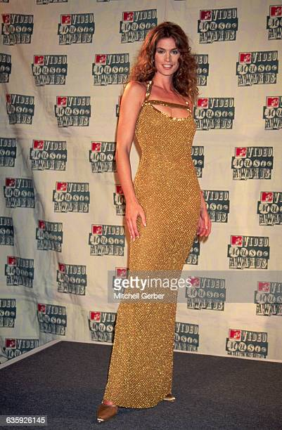 Fashion model Cindy Crawford attends the MTV Music Awards at New York's Radio City Music Hall