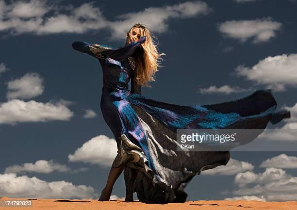 Modella nel deserto
