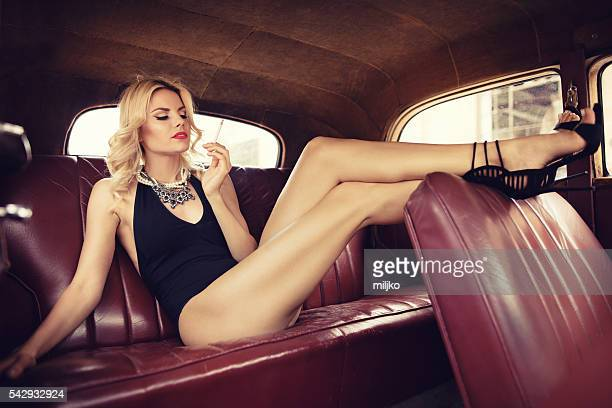 fashion model in vintage car. retro style - donna seducente foto e immagini stock