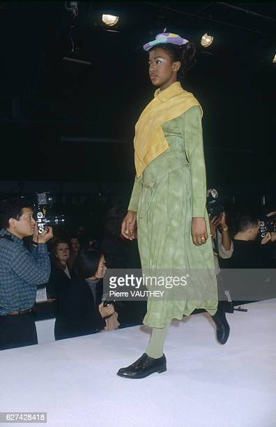 Fashion model Naomi Campbell wears a readytowear dress by Japanese fashion designer Rei Kawakubo for French fashion house Comme des Garcons She is...