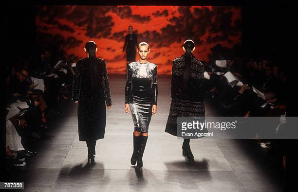 Fashion model poses February 17, 1999 during the Marc Bouwer 1999 Fall Fashion Show in New York City. Fashion designer Marc Bauwer has chosen an...