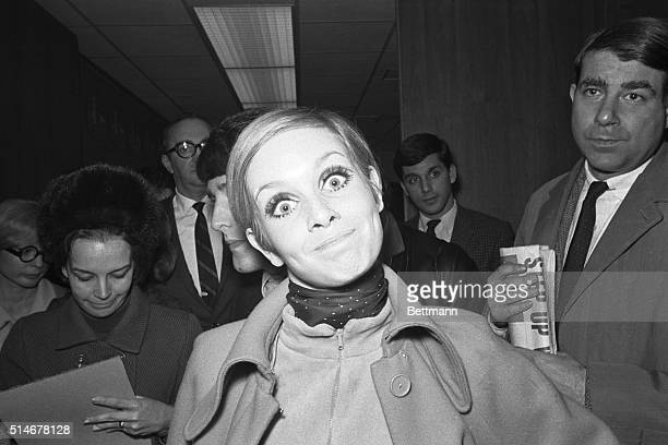 """Fashion model Twiggy promotes her line of """"Mod"""" clothes with her """"happy"""" face in New York."""