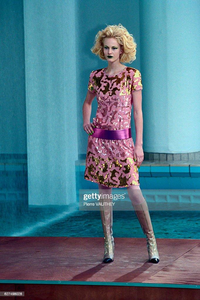 Chanel Autumn-Winter 2000-2001 Haute Couture Fashion Show : News Photo